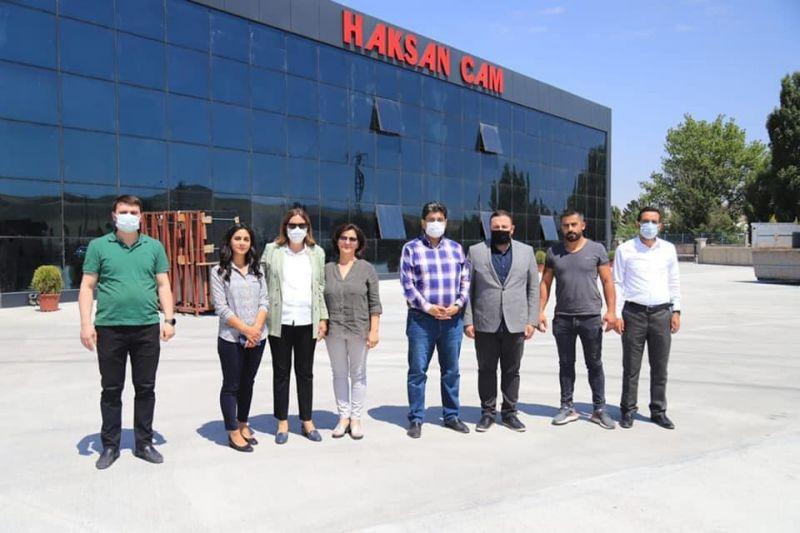 OSB Müdürümüz Emre Torun ve beraberindekiler HAKSAN CAM firmasını ziyaret ettiler.