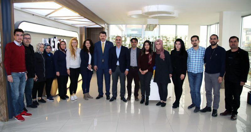 Valimiz Salih Ayhan, bir önceki Sivas Belediye Başkanı Sami Aydın'ı işyerinde ziyaret etti.